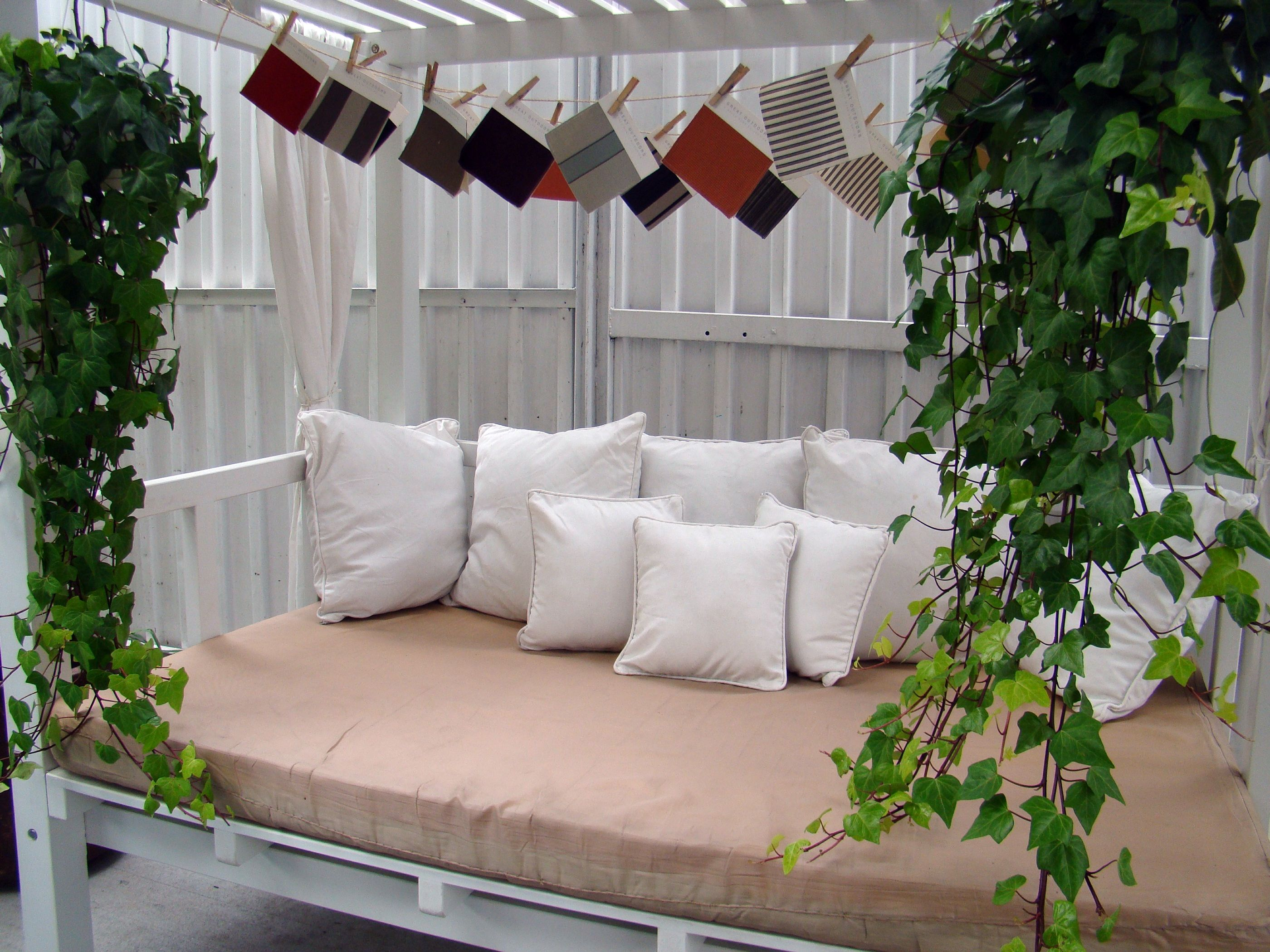 Jungle ivy daybed
